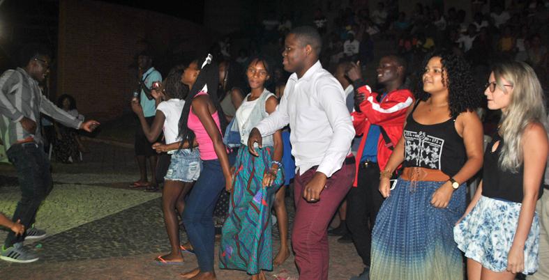 Plateia animada no palco Vozes. Foto: Assecom/Unilab.
