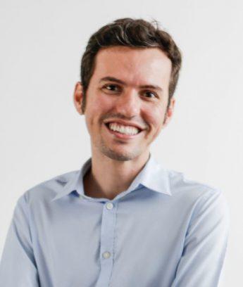 Professor Rafael Costa faz palestra na Unilab sobre discursos nas redes sociais.