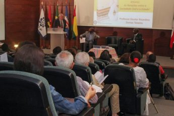 Público presente ao lançamento. Foto: CPLP.