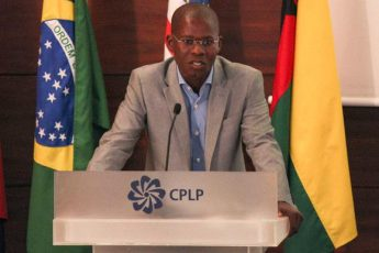 Oprofessora Ricardino Teixeira irá discorrer sobre os 26 anos da democracia em Cabo Verde.