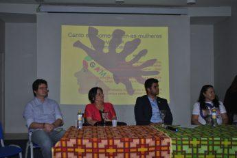 """Integrantes da mesa durante a abertura do curso""""Defensoras e Defensores dos Direitos à Cidadania""""."""