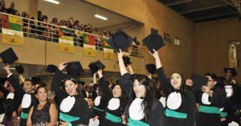 Concludentes de 7 cursos de graduação colaram grau