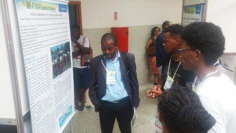 Estudantes apresentam pesquisas em pôsteres e comunicações orais aos avaliadores