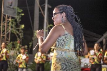 Luana Reis, regente do grupo de percussão Tambauê (Foto: Fabrício Rocha)