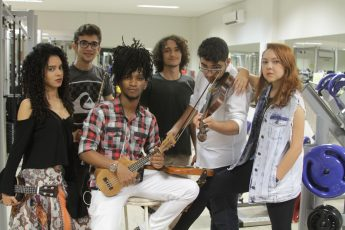 Banda João e Maria, com Amanda Folks (1ª da dir. p/ esq.) (Foto: Eduardo Ramos)