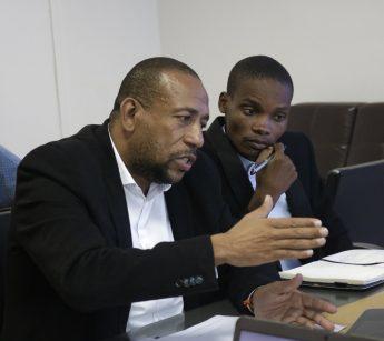 Os professores Júlio Pacheco e Calulo Chataza, da Universidade de Zambeze, de Moçambique.