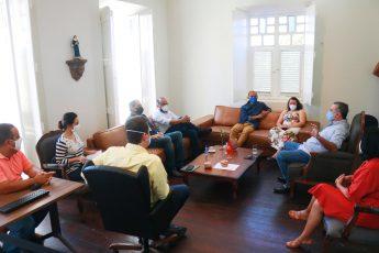 Reunião entre representantes da Unilab e da prefeitura de Aracati.