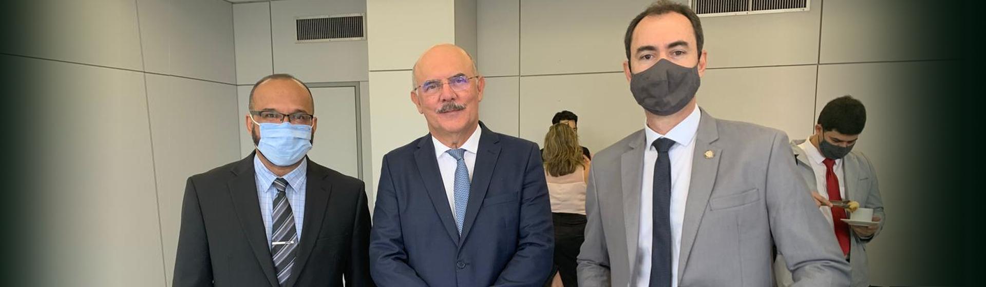 Imagem referente a postagem de título Reitor participa de reuniões em Brasília sobre curso de ...